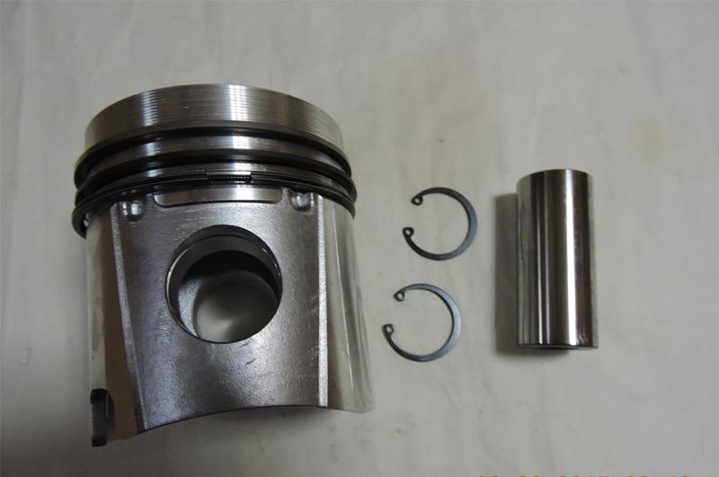 914 Piston Assembly 04236676
